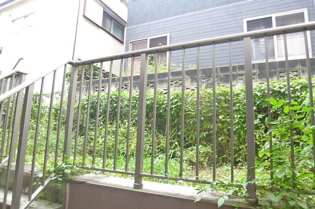 テラスを上がるとお庭があります