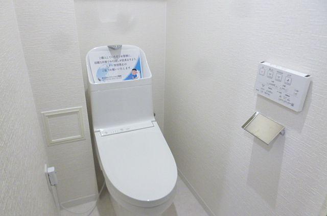 広く圧迫感のないトイレです