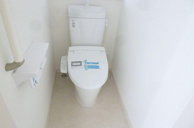 温水便座付きウォシュレットトイレ