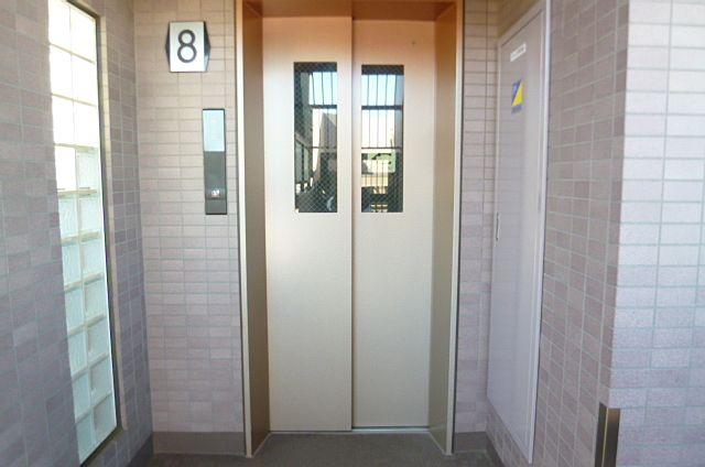 安全窓付きエレベーターで快適