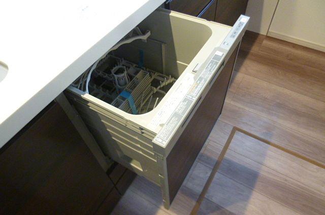 食器洗浄機付きでママも助かりますね!