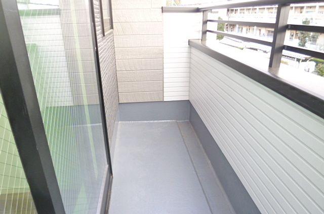 2階のバルコニーです。南側なので洗濯物がよく乾きます!