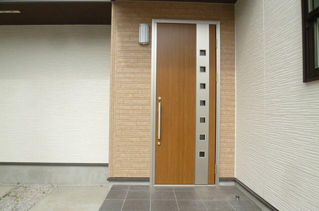 オシャレでかっこいいドアです