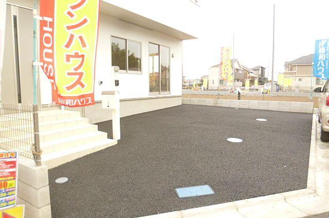 広い駐車場で停めやすいです