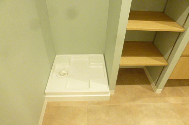 横には収納棚も付いているのでとっても便利です!