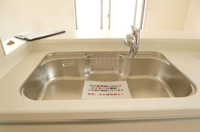 大きなシンクで洗い物もはかどります!