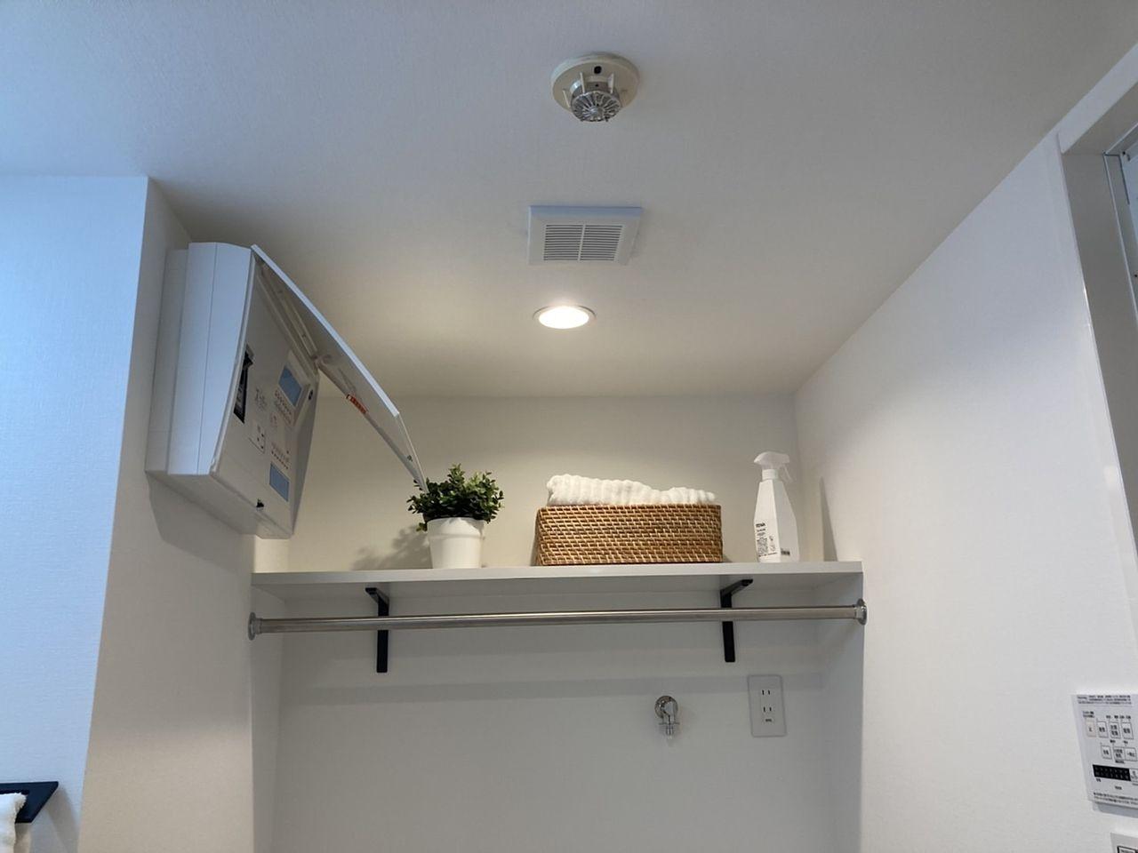 洗濯機の上に棚があります♪